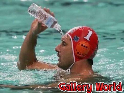 nadador-bebendo-agua